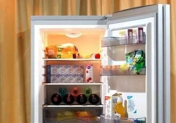 冰箱时不时的咯噔响一声